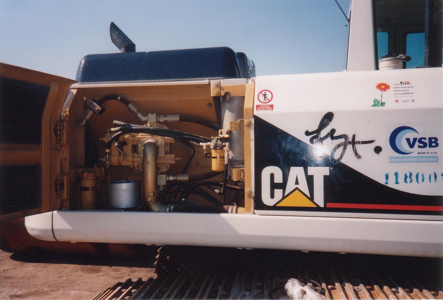 CAT%20320L.jpg